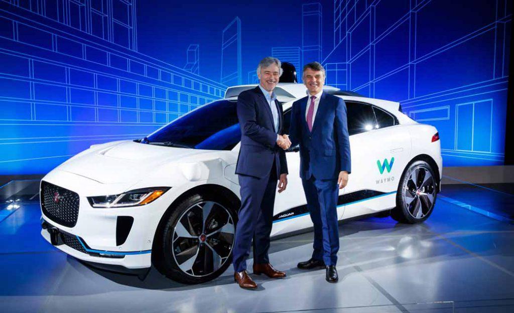 グーグル傘下のウェイモは自動運転車の配車サービスでウーバーより大きく先行している