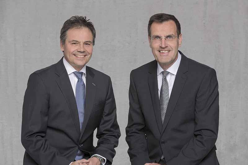 ルティライティング事業部のCEO、ハンス=ヨアヒム・シュヴァーベ(写真左)とコンチネンタルのボディ & セキュリティ事業部を統括するアンドレアス・ヴォルフ(写真右)。