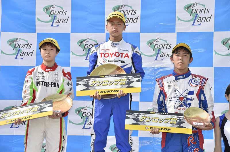 全日本カートFS-125部門表彰。左から2位嶋田隼人、優勝清水英志郎、3位伊東黎明の3選手。
