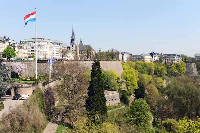 写真はルクセンブルグ市にあるペトロスセ渓谷の要塞(Photographer:Cayambe)