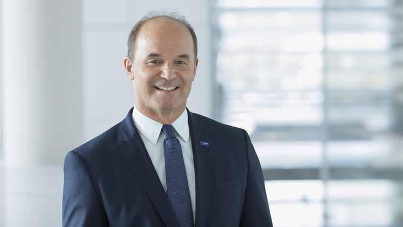 新たに締役会会長に就任したDr.ブルーダ―ミュラー氏(Dr. Martin Brudermüller・56歳)