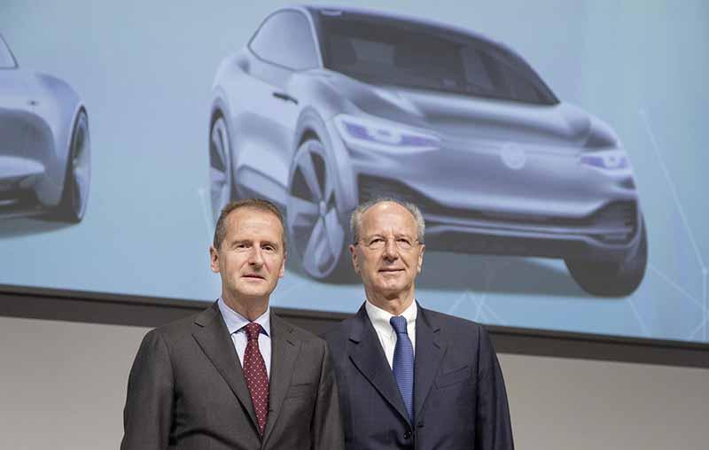 VWディース新CEO、ハンス・ディーター・ペッチュ監査役会会長と共に
