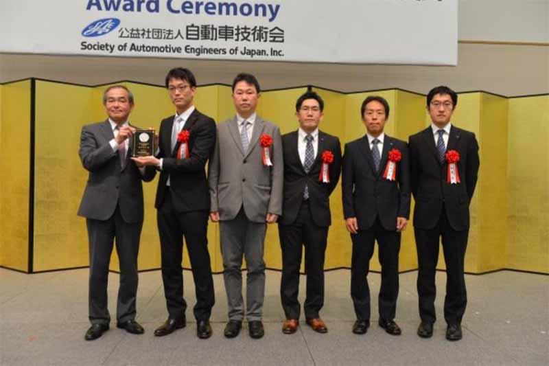 授賞式で左から2人目より橋本善之氏、国沢礼紀氏、久田岳夫氏、太田一宏氏、加藤肇氏の各受賞者