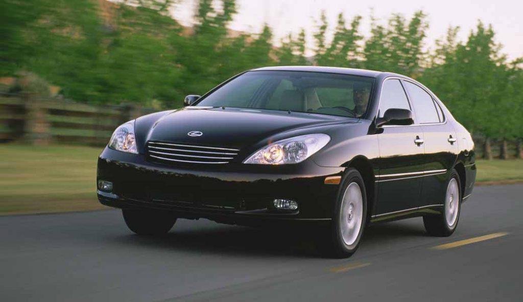 2002年型のレクサスES300。今事案の具体的な対象車種グレードとは異なる