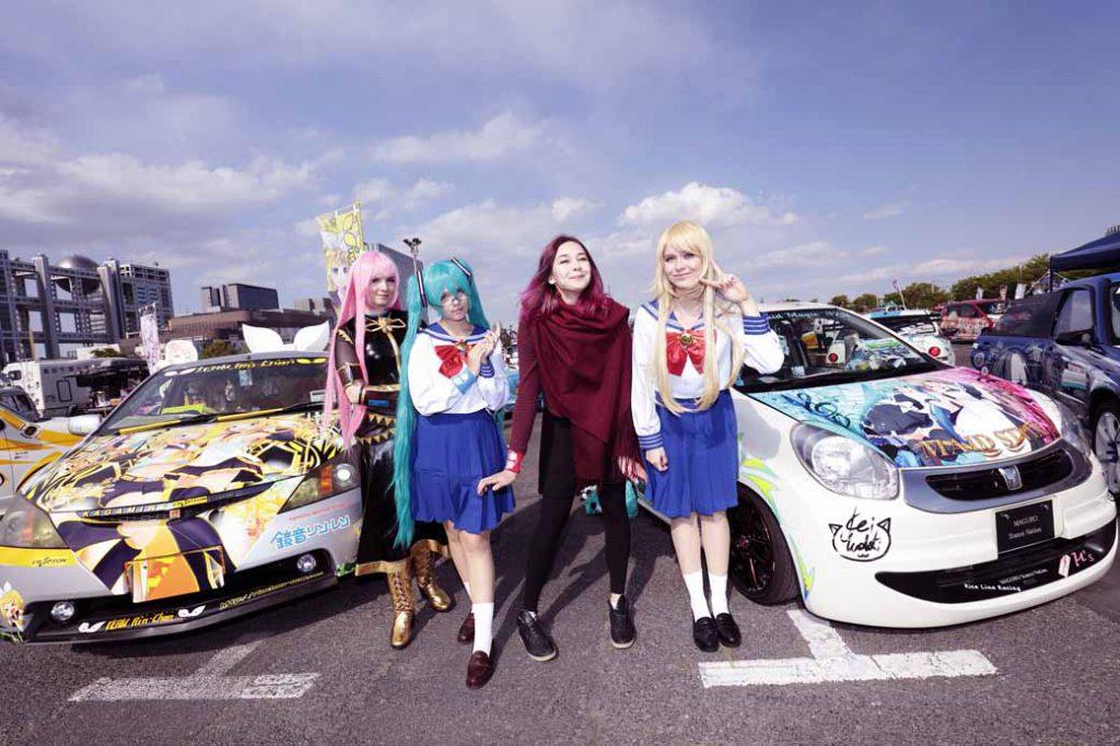 """平成のクルマトレンド、アイドルやアニメキャラクターの世界観を愛車にペイントする""""痛車""""イベントも開催する"""