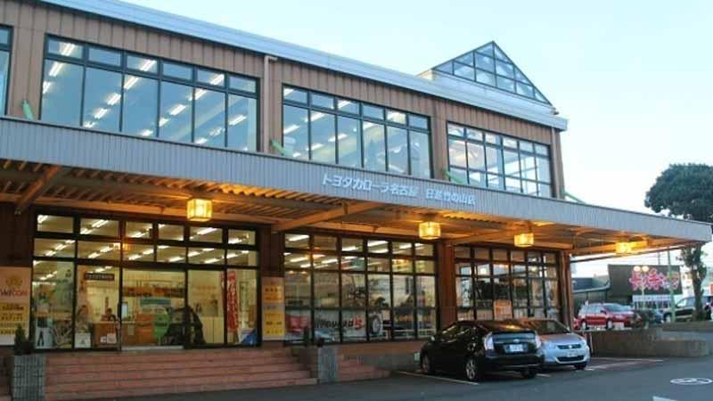 写真は2002年8月23日当時、新サービス拠点「WelCOM(ウェルコム)」を設けたトヨタカローラ名古屋の日進・竹の山店。