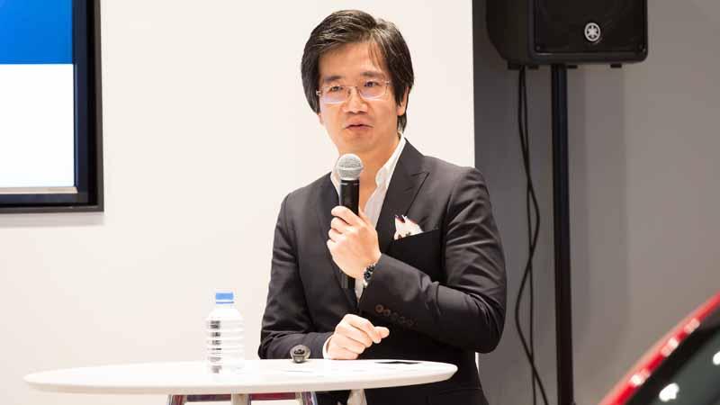 写真はテスラモーターズ ジャパン カントリーセールスダイレクターの吉田篤司氏