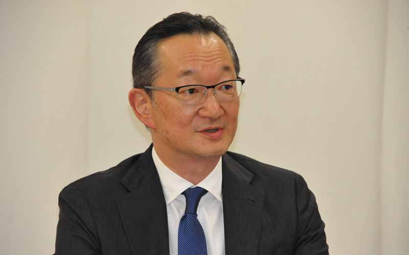 フォルクスワーゲン グループ ジャパンで法規・認証を担当する青木徹ジェネラル・マネージャー。撮影=中島みなみ