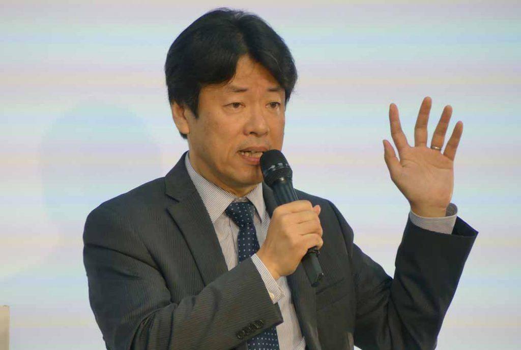 新たに副社長に就任した一人である中畔邦雄氏が登壇した。