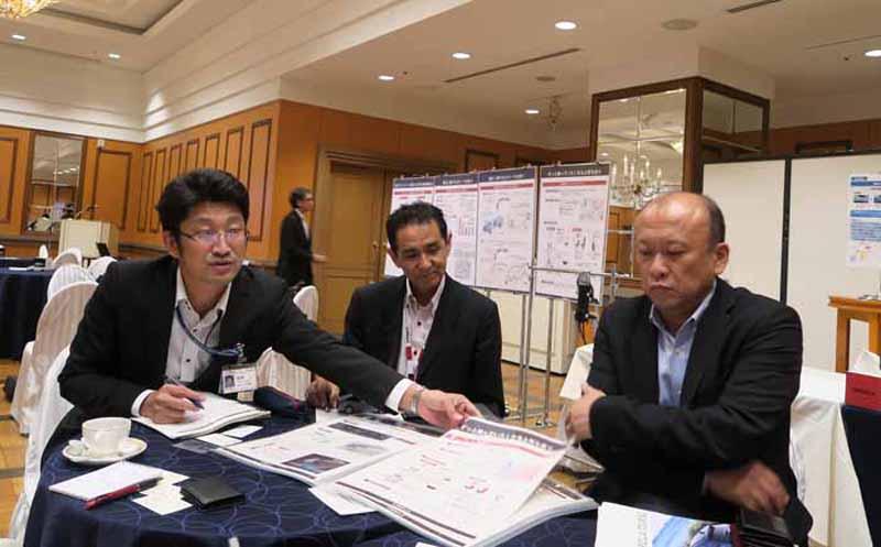 写真左から、トヨタ自動車・MSシャシー設計部第1シャシー設計室の白井一禎氏、MSデザイン部主幹の高澤達男氏、製品企画ZE主幹の梅村伸一郎氏