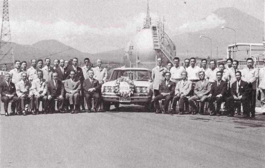 東富士工場生産第1号のマークⅡバン